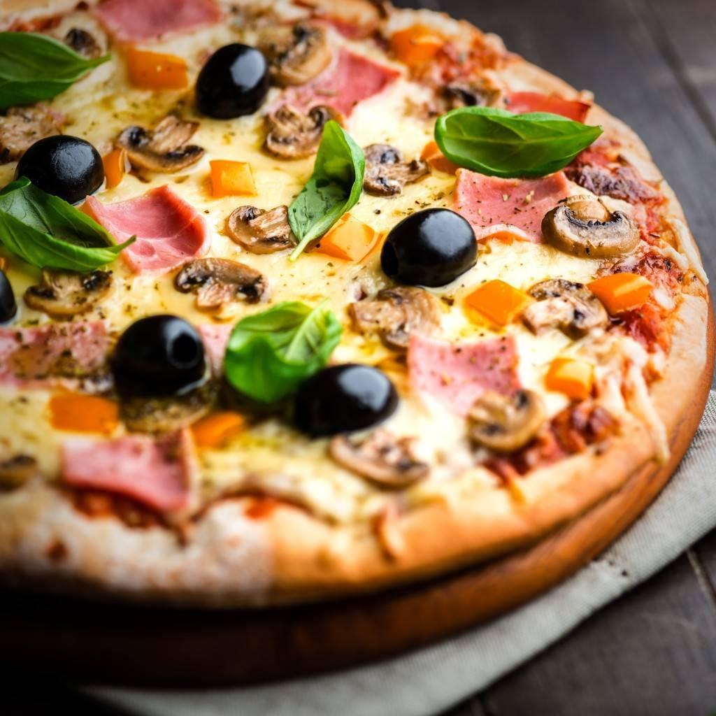 Фото пиццы - Растровый клипарт на красивом фоне 6