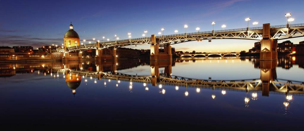 Фотография на длинной выдержке ночного города - Мост