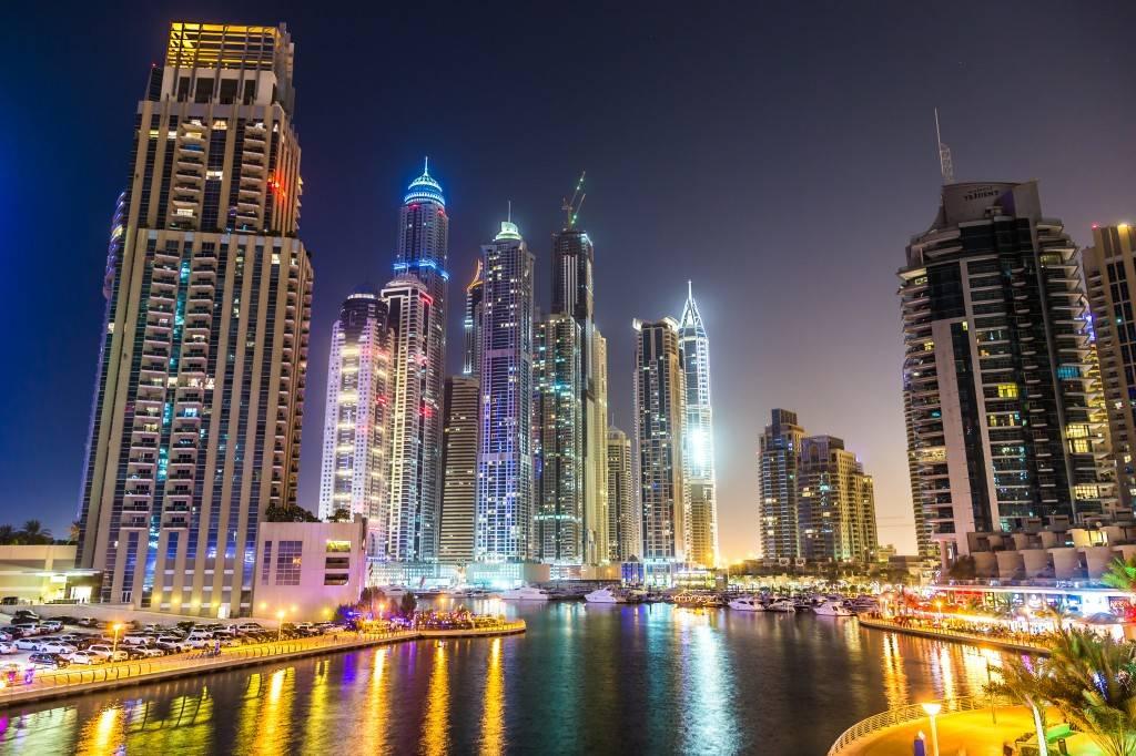 Фотография на длинной выдержке ночного города