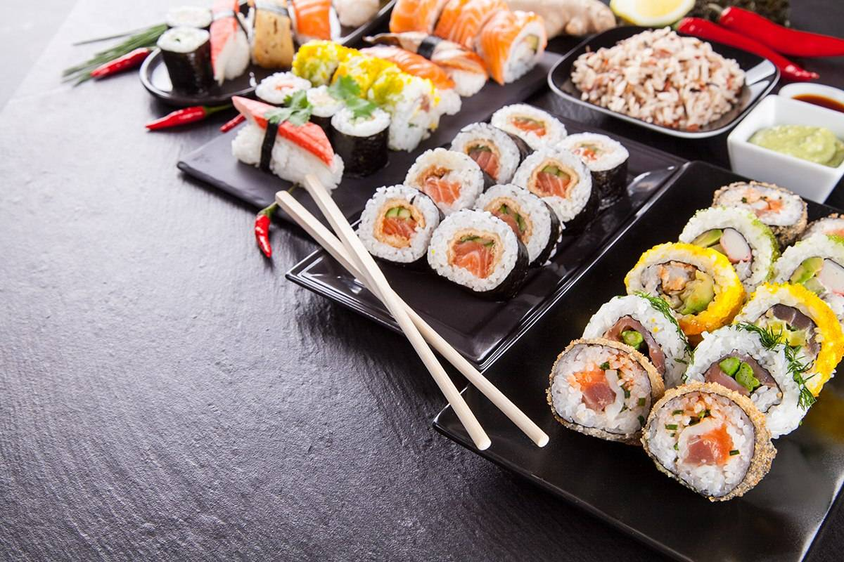 rastrovyj-klipart-sushi-i-rolly-bolshoe-raznoobrazie