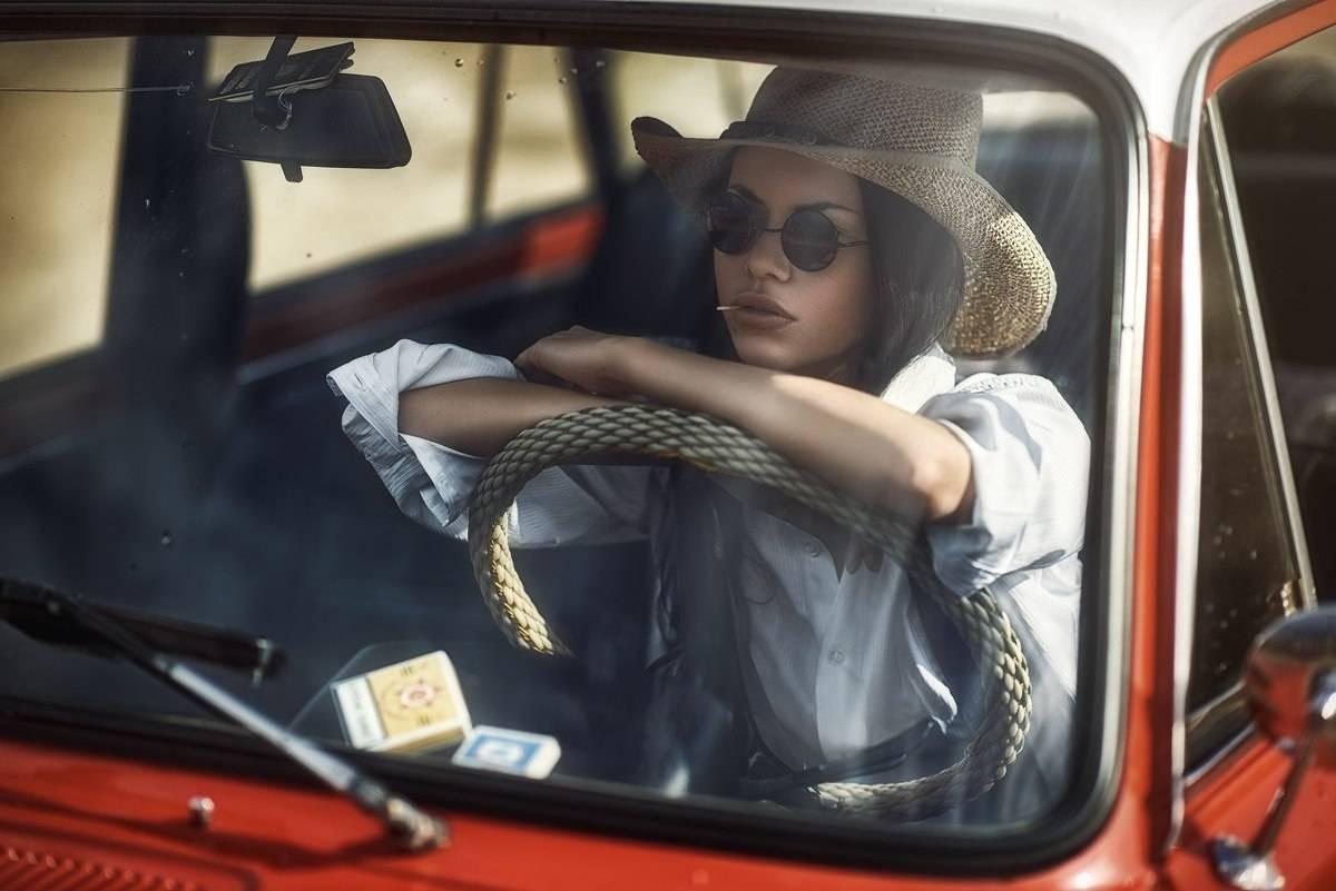 Портрет девушки в автомобиле - Фотограф Павел Зайцев